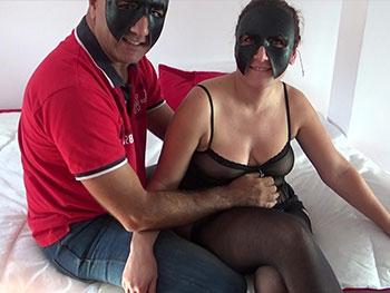 Valentina e Iván,dos maduros de Huelva enmascarados amantes del BDSM