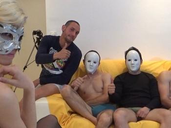 Las fantasias ocultas de una teen, ser la sumisa en una gangbang con cuatro tios.